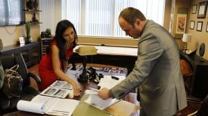 Adriana Ruggiero en la Oficina del abogado Petro Kostiv, el Canal de las estrellas Canal 62 a Nivel Nacional